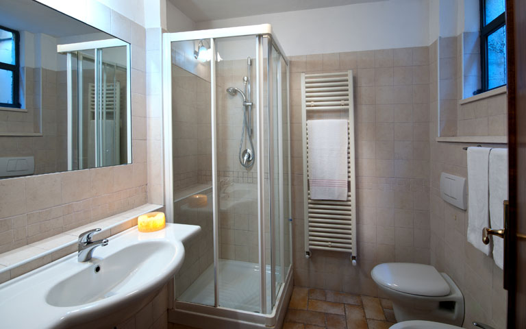 Location appartements ombrie italie for Chambre a coucher petit prix